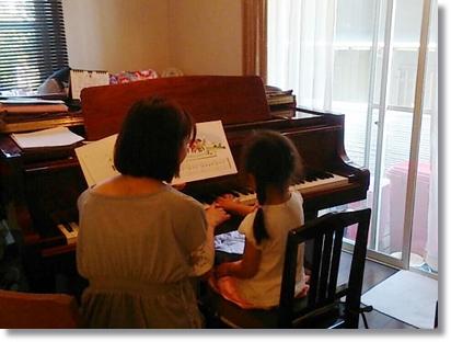 カブ子、ピアノレッスン中♪