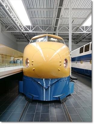 922系新幹線電気軌道総合試験車(通称:ドクターイエロー)