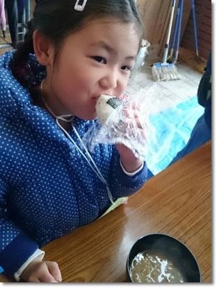 まずはおにぎりと豚汁で腹ごしらえ(^^v