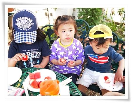 姪っ子、甥っ子と3人でデザートもぐもぐ♪